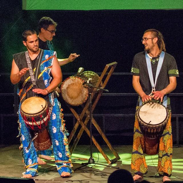 SANBANYI actuaran al Ponent Roots Xics, la banda lleidatana de percussió africana ens oferiran un concert tribal i pedagògic escenificant musicalment i per a aquesta ocasió acompanyats per ballarines que reproduiran les dances originals de cada tema, explicant als espectadors el perquè de cada cançó i l'origen. #roots #africa #ponentroots #djembe #live #lleida #igerslleida #backtotheroots #percu