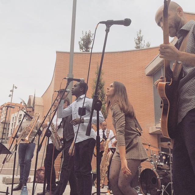 Ska time! La Família Torelli has soul! #recordstoreday #lleida #igerslleida #ska #soul #music #live #playninyl